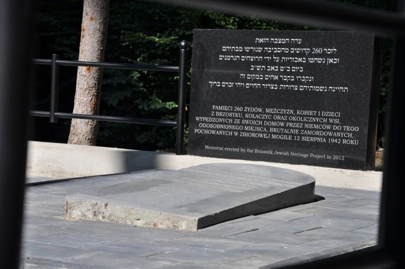 Odnowiona mogiła żydowska na Podzamczu
